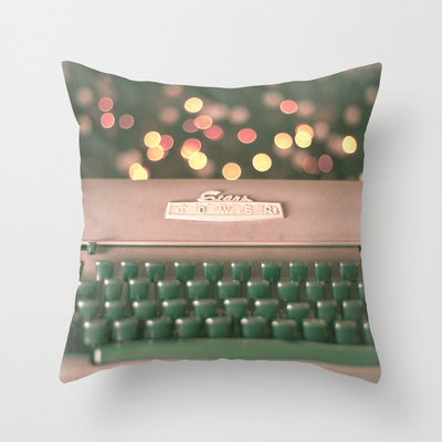 This darling pillow cover has me keyed up!